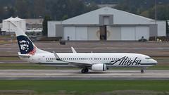 B737 | N560AS | PDX | 20111006 (Wally.H) Tags: boeing 737 boeing737 b737 n560as alaskaairlines pdx kpdx portland airport