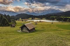 Geroldsee / Karwendel (-libellenwellen-) Tags: geroldsee mountain berge sonnenuntergang natur bayern karwendel deutschland germany landwirtschaft landscape sony a7 garmischpartenkirchen wagenbrüchsee alpen alpensee alps travel reisen
