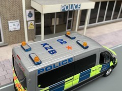 1/43 Code 3 Ford Transit Met Police Armed Airport Carrier Model (Mike's Code 3 Models) Tags: 143 code 3 ford transit met police armed airport carrier model code3 heathrow arv greenlight lightbar airside beacon roof codes bx17dpv