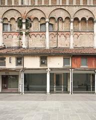 Ferrara-15 (e.berti93) Tags: ferrara architecture architettura art italy brick urban antico monumento castello estense piazza città bike