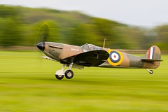 Supermarine Spitfire Mk-1a (Sébastien Locatelli) Tags: sébastienlocatelli 2019 shuttleworth evening airshow may canon eos 80d ef 70300mm f456 l is usm warbird ww2 world war 2 supermarine spitfire vickers royal air force raf collection