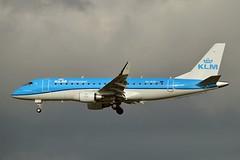 "KLM Cityhopper PH-EXP Embraer ERJ-175STD (ERJ-170-200) cn/17000678 ""EXP-678"" @ Buitenveldertbaan EHAM / AMS 05-11-2017 (Nabil Molinari Photography) Tags: klm cityhopper phexp embraer erj175std erj170200 cn17000678 exp678 buitenveldertbaan eham ams 05112017"