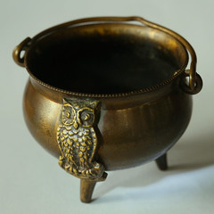 copper owl ashtray (HansHolt) Tags: owl ashtray copper brass metal handle tripod vintage round dof macro canon 6d canoneos6d canonef100mmf28macrousm macromondays hmm