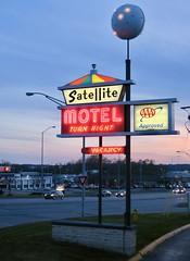 Satellite Motel, Omaha, NE (Robby Virus) Tags: omaha nebraska ne aaa neon vacancy
