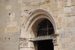 Cattedrale di Parma (Elizabeth Almlie) Tags: italy emiliaromagna parma chiesa church cattedrale cathedral cattedralediparma stone architecture door arch