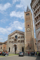 Cattedrale di Parma (Elizabeth Almlie) Tags: italy emiliaromagna parma chiesa church cattedrale cathedral cattedralediparma stone architecture facade piazza belltower