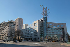Place d'Italie - Paris (France) (Meteorry) Tags: europe france idf îledefrance paris placeditalie avenuedeitalie avenuedechoisy rueboubilot building corner coin centrecommercial mall italiedeux citadines city urban morning matin winter hiver february 2019 meteorry