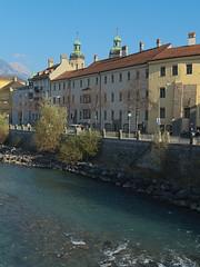 Innsbruck-2019_05 (rhomboederrippel) Tags: rhomboederrippel fujifilm xe1 november 2018 europe austria tyrolia innsbruck clearsky blue river inn alps mountains city house