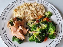🍴 Salmon 🐟 herb cream sauce, spinach, broccoli , leek, cherry tomatoes 🍅 and tagliatelle 🍴   #foodporn #foodphotography #foodfantasy #foodpics #withGalaxy  Picture #Samsung #GalaxyS10Plus 📱 #FoodMode #OneUI (henklbrNL) Tags: foodphotography withgalaxy foodporn foodmode foodfantasy oneui galaxys10plus samsung foodpics pie