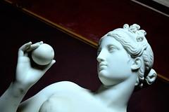 Venus with an apple (Javier Quesada Molina) Tags: copenhagen copenhague denmark dinamarca thorvaldsen museum museo art arte escultura sculpture inside dentro mármol marble white romano dios diosa romana roman eagle águila