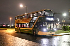 Lothian Country 576 (SJ67 MFP) (SelmerOrSelnec) Tags: lothiancountry volvo b5lh wright sj67mfp edinburgh edinburghpark hermistongait night lothian bus hybrid