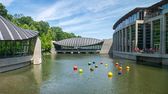 Chihuly Glass At Crystal Bridges (Richard Melton) Tags: crystal bridges museum bentonville arkansas architecture water lake chihuly glass