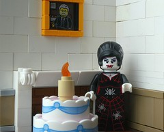 Five Hundred (captain_joe) Tags: toy spielzeug 365toyproject lego series14 minifigure minifig spiderlady birthday cake
