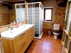 Baño 1 (brujulea) Tags: brujulea casas rurales tubilla del lago burgos casa rural bano