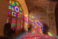 Vitraux (hubertguyon) Tags: iran perse persia asie asia moyen proche orient middle east chiraz shiraz ville city mosquée mosque rose pink nasiralmolk vitraux stained glass