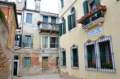 Corte del Pozeto d'Oro (Joe Shlabotnik) Tags: 2019 italia venezia venice italy april2019 afsdxvrzoomnikkor18105mmf3556ged