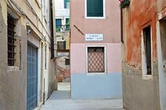 Calle Moro Lin (Joe Shlabotnik) Tags: 2019 italia venezia venice italy april2019 afsdxvrzoomnikkor18105mmf3556ged