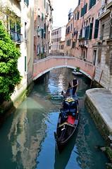 Pont Privé Pasqualigo (Joe Shlabotnik) Tags: 2019 italia april2019 venezia gondola canal venice italy bridge afsdxvrzoomnikkor18105mmf3556ged