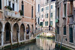 Ponte dei Piovan (Joe Shlabotnik) Tags: italia april2019 2019 venezia canal italy venice bridge afsdxvrzoomnikkor18105mmf3556ged