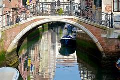 Ponte del Cristo (Joe Shlabotnik) Tags: canal 2019 italia reflection april2019 venezia italy venice arch bridge afsdxvrzoomnikkor18105mmf3556ged