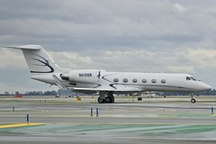 1999 Gulfstream G-IV N616RR c/n 1368 at San Francisco Airport 2019. (17crossfeed) Tags: gulfstream giv g4 g5 n616rr 1368 sfo sanfranciscoairport airport aviation aircraft airplane pilot planes planespotting plane 17crossfeed claytoneddy landing tower takeoff taxi
