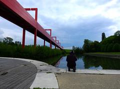 AP0402.DSCN0428. (jeanchristophelenglet) Tags: cergyfranceaxemajeur paysageurbain cityscape paisagemurbana bassin pond piscina pont bridge ponte personne person pessoa