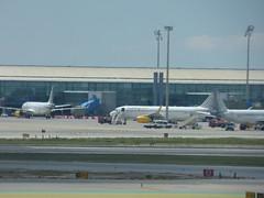 Barcelona Airport - Vueling.com (ell brown) Tags: barcelona catalonia catalunya spain españa barcelona–elpratjoseptarradellasairport barcelonaairport barcelonaelpratairport bcn aena aeropuertodebarcelona plane vuelingcom vueling planes