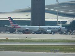 Barcelona Airport - American Airlines (ell brown) Tags: barcelona catalonia catalunya spain españa barcelona–elpratjoseptarradellasairport barcelonaairport barcelonaelpratairport bcn aena aeropuertodebarcelona plane americanairlines
