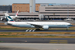 Cathay Pacific Boeing 777-367/ER B-KQU (Mark Harris photography) Tags: spotting plane haneda canon 5d aviation