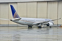 United Airlines 2017 Boeing 787-9 Dreamliner N15969 c/n 60142 in the rain. San Francisco Airport 2019. (17crossfeed) Tags: boeing unitedairlines 60142 17crossfeed claytoneddy aviation airplane 787 7879 dreamliner n15969