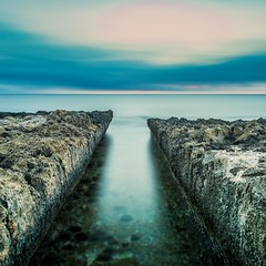 """Mind the Gap"" (El Tel63) Tags: spain longexposure espana costablanca rock leebigstopper canon6dmk2 mediterranean beach ocean coast eltel63 minimal"