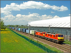 Double red............. (Jason 87030) Tags: class90 dbschenker skoda 90018 90049 pride belshill bellend barbynortoft crick dirft daventry flowers yellow jasmine train m425 lineside location ts tren frecht freight cargo warehouse weather northants wcml northamptonshire red color colout acelectric clouds sky sony ilce alpha a6000 lens tag flickr cool sunny lighting