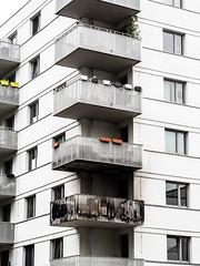 20190516-093 (sulamith.sallmann) Tags: architektur wohnen balkon bauwerk berlin brand brandspuren deutschland europa feuer gebäude gentrifizierung haus mitte neubau uferstrase wedding sulamithsallmann