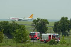 Berlin SXF 22.5.2019 A-320 (rieblinga) Tags: berlin sxf 2252019 airbus a320 feuerwehr flughafen schönefeld