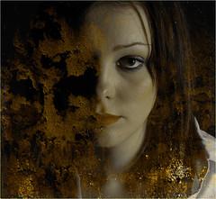 REMY ANNA 2558 V2 (REMYRO) Tags: design portrait tableau cheveux graphic concept illustration art style femme futuriste futuristic beauty beauté surréaliste peinture aplats jaune or