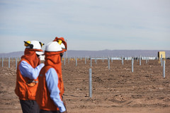 Foto7 (Intendente de Tarapacá) Tags: intendente quezada y ministra de energía participaron en la instalación los 1ros paneles fotovoltaicos granja solar 22052019