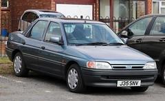 J35 SNV (Nivek.Old.Gold) Tags: 1992 ford orion 16i lx 16v