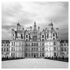 Chambord (CYCYPICS) Tags: hasselblad500 chambord blackandwhite moyenformat formatcarré noir et blanc ilfordhp5400 filmsisnotdead film120 analogicphotography f