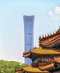 La pagoda, il grattacielo e l'aeroplano (forastico) Tags: cina pechino beijing cittàproibita forastico d7100 nikon grattacielo pagoda aereo