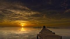 Camino al dorado (Fotgrafo-robby25) Tags: amanecer marmenor nubes pasarelassobreelmar santiagodelariberasanjaviermurcia sol sonyilce7rm3 veleros
