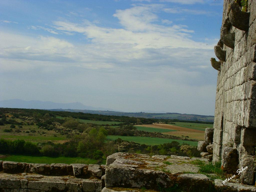 Águas Frias (Chaves) - ... pormenor da paisagem desde a torre de menagem do Castelo de Monforte de Rio Livre (monumento nacional) ...