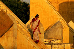 Jantar Mantar.  The garden of astronomical instruments. Jaipur. Rajasthan. India. (Tito Dalmau) Tags: street portrait woman sari stairs garden instrunens astronomics jantar mantar jaipur rajasthan india