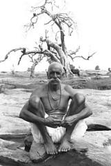 Rajasthan ,India 2011 (Francesco Lorenzetti street photography) Tags: blackandwhitephotography blackandwhite bnwphotography bnwportrait bnwphoto bnwmagazine india portraitphotography portraitbnw bleckandwhite travelphotography travelphotographer