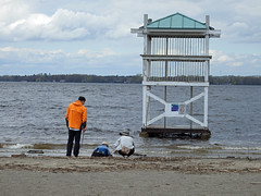 A couple with their young son during this spring's flooding of the Ottawa River at the Britannia Bay beach in Nepean (Ottawa), Ontario (Ullysses) Tags: lifeguardtower candidphotography beach plage britanniabaybeach ottawariverfloodof2019 spring printemps ottawariver rivièredesoutaouais flooding flood inondation springthaw nepean ottawa ontario canada britanniabaypark family couple