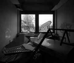 R 5 (andi_heuser) Tags: urban urbanexploration lostplaces verlasseneorte gebäude building architektur architecture raum room fenster window verlassen abandoned alt old zerstört destroyed film analog analogue schwarzweiss blackwhite schwarzweissfilm ilford ilforddelta3200 6x7 mittelformat mediumformat 120 andiheuser