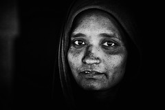 Pattadakal (Ma Poupoule) Tags: inde india pattadakal porträt portrait ritratti ritratto retrato femme visage face biancoenero bianconero blackwhite bw noirblanc nb noir photojournalism