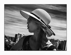 Portrait C. (francis_bellin) Tags: chapeau espagne streetphoto street netb photoderue lunettesnoire monochrome streetphotographie andalousie noiretblanc malaga touriste ciel olympus blackandwhite rue portrait bw 2019 femme ville