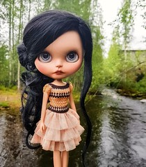 Weekend greetings from countryside! 🌲🌼💙 . #blythe #customblythe #blythecustom #doll #customdoll #crochet #crochetdollclothes #crochetblytheclothes #dolliina #dollportrait (Dolliina) Tags: doll dollportrait blythe blythecustom crochet dolliina customblythe customdoll crochetdollclothes crochetblytheclothes
