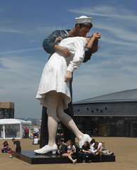 Reunited (andreboeni) Tags: statue embrace passion couple sailor navy royalnavy portsmouth historic dockyard