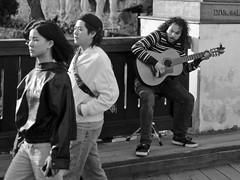 street musician_20190517-19_II (h.m.a.t.s) Tags: ceskykrumlov olympus olympusomd omdem1markii citytrip vacation blackandwhite schwarzweiss street streetphotography streetlife music streetmusic guitar guitarplayer krumau krumlov czechrepublic südböhmen southbohemia